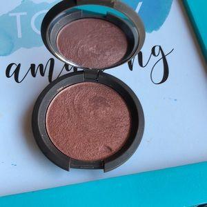 BECCA Shimmering Skin perfector luminous Blush